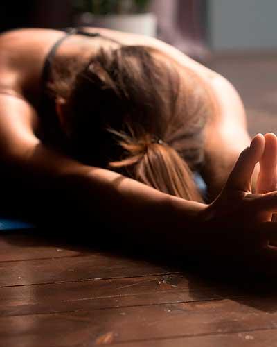 La práctica de yoga asienta el suelo pélvico