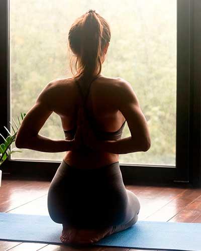 El Yoga reduce los dolores menstruales