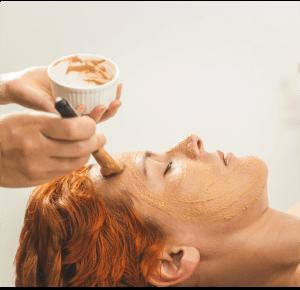 Masaje de rejuvenecimiento facial Ayurveda