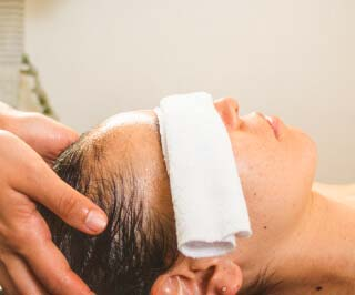 Terapia shirodhara - Masajes para el insomnio